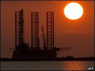 Plataforma petrolera. Foto de archivo.
