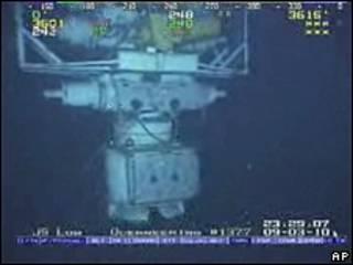 Reemplazo de una válvula dañada en el pozo Macondo, en el golfo de México.