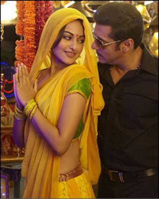 सलमान खान सोनाक्षी सिन्हा के साथ फ़िल्म दबंग में