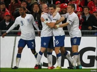 فرحة لاعبي انجلترا بالهدف الثاني