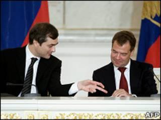 Владислав Сурков и Дмитрий Медведев (31 августа 2010 года)