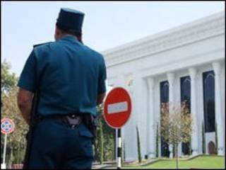 uzbek_police_officer_tashkent