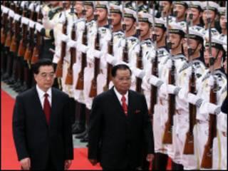 တရုတ်သမ္မတရဲ့ ဖိတ်ကြားချက်အရ မြန်မာခေါင်းဆောင် ပီကင်းရောက်စဉ်