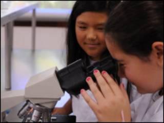 Estudantes participam de aula de ciências em Brasília