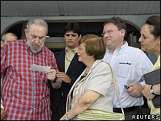 Fidel Castro, Adela Dworin y Jeffrey Goldberg.
