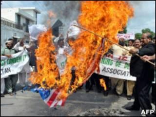 اعتراض به برنامه سوزاندن قرآن