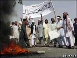 Protestos no Afeganistão contra queima do Alcorão