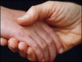 हाथ मिलाना (फ़ाइल फ़ोटो)