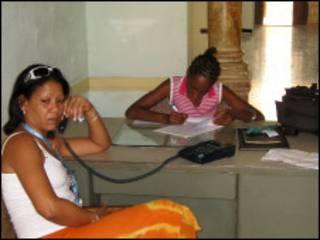 كوبيتان في احدى الادارات العامة في كوبا