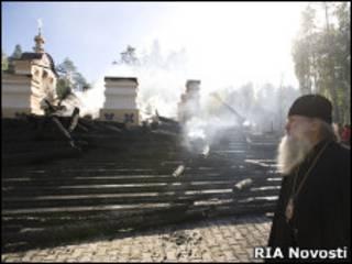 Монах на пепелище в Ганиной Яме