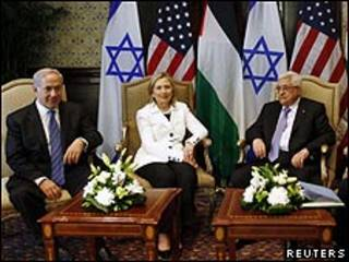 De izquierda a derecha, Benjamin Netanyahu, Hillary Clinton y Mahmud Abbas.