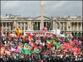 Демонстрация у национальной ассамблеи Франции