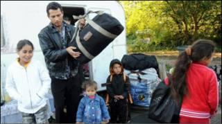 """Циганська родина, яка готується до """"добровільного повернення"""""""