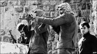 فدائیان فلسطینی در حال جنگ با ارتش اردن