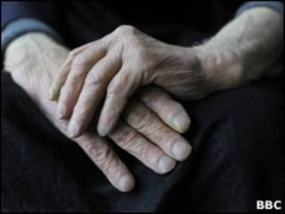 Brasileiro vive em média até os 73 anos