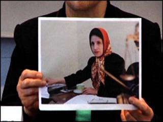 عکس نسرین ستوده در دست شیرین عبادی