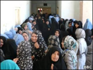 زنان هرات در یک مرکز رای گیری