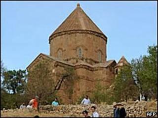 الكنيسة