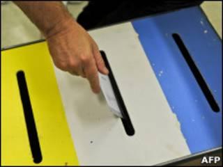 Урна для голосования на выборах в Швеции