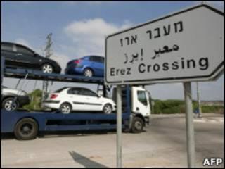 Carros chegam à Faixa de Gaza