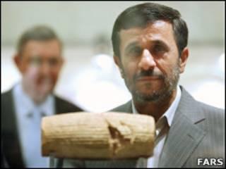 محمود احمدی نژاد در مراسم رو نمایی منشور کوروش