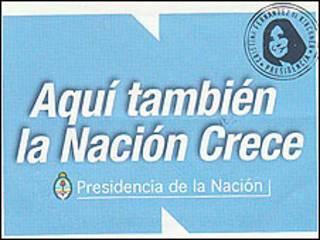 Sello con la cara de la presidenta argentina Cristina Fernández de Kirchner que aparece en todos los carteles de obra pública del país