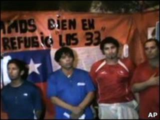 Чилийские шахтеры под землей