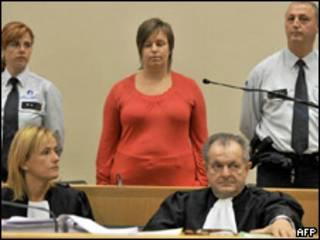 Els Clottemans (centro) durante sessão de seu julgamento