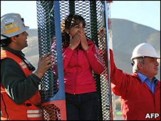 کان کنوں کو بچانے کےلیے بنایا گیا پنجرہ
