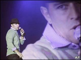 Edward Pimentel en el Campeonato Mundial de Karaoke