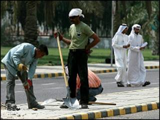 عمال في الكويت