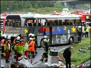 На месте катастрофы автобуса в Германии