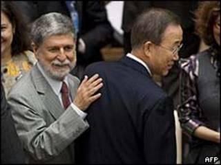 Celso Amorim e o secretário geral da ONU, Ban Ki Moon/AFP