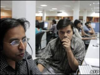Funcionários de call center na Índia