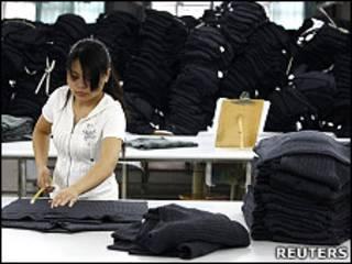 江西贛州某製衣廠的生產車間(22/6/2010)