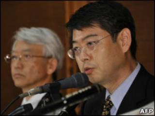 佐佐木善郎(右)和井口准一和在记者招待会上