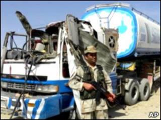 تانکر باقیمانده از حمله درچمن - عکس آرشیوی