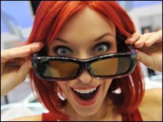 准备好一副3D眼镜,足不出户你就可以享受到3D电影的刺激。