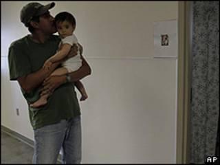 Padre e hijo hispano en EE.UU.