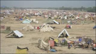 बाढ़ पीड़ितों के लिए शिविर