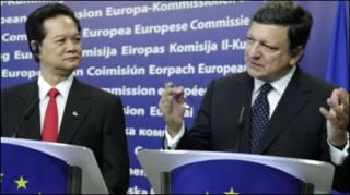 Thủ tướng Nguyễn Tấn Dũng và Chủ tịch Jose Manuel Barroso tại hội nghị ASEM ở Brussels 4/10/2010