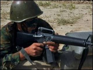 جندي اجنبي في افغانستان