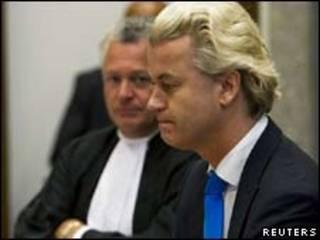 O parlamentar holandês Geert Wilders durante audiência nesta segunda-feira  (Reuters, 4 de outubro)