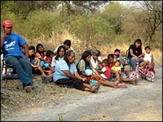 Fotos: Indígenas de la comunidad Xákmok Kásek, cedidos por la ONG Tierraviva