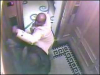 Cena de empregado sendo atacado, em hotel londrino