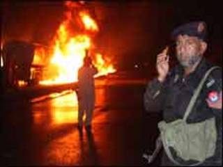 नौशेरा में नेटो ईंधन टैंकरों पर हमला