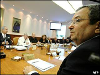 Ehud Barak durante reunião semanal de gabinete de governo de Israel