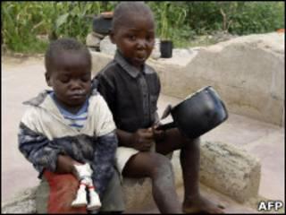 Голодающие дети в Зимбабве