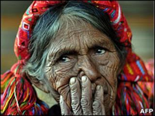 Foto de archivo de una mujer indigena guatemalteca
