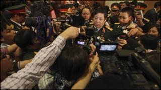 Đại tướng Phùng Quang Thanh trong vòng vây báo giới